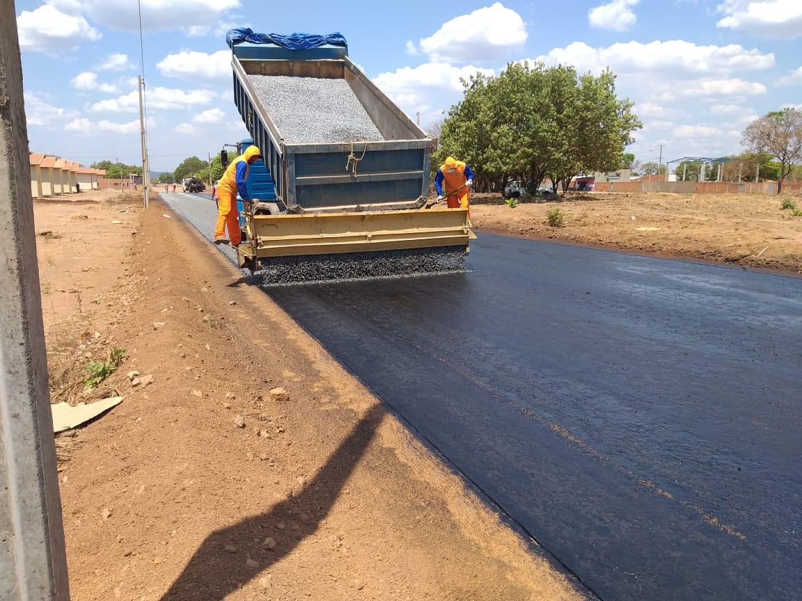 Governo do Tocantins intensifica obras de pavimentação e drenagem no Jardim Taquari