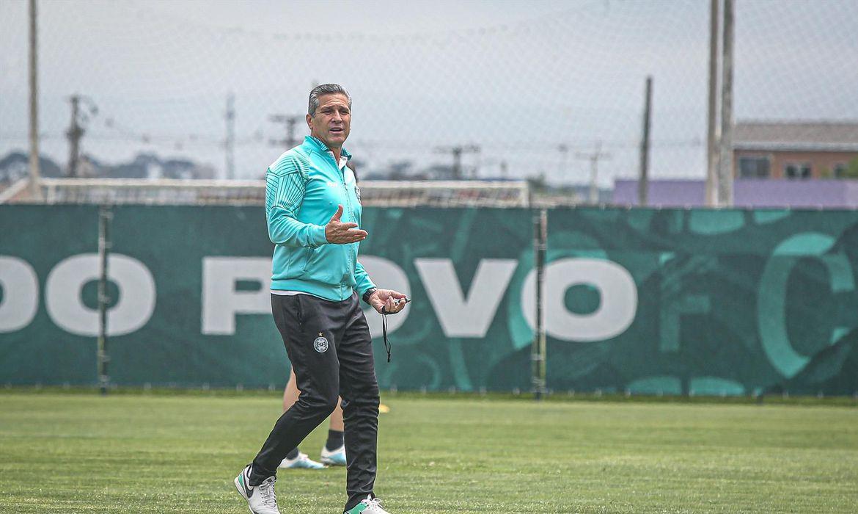Brasileiro: Coritiba anuncia saída do técnico Jorginho