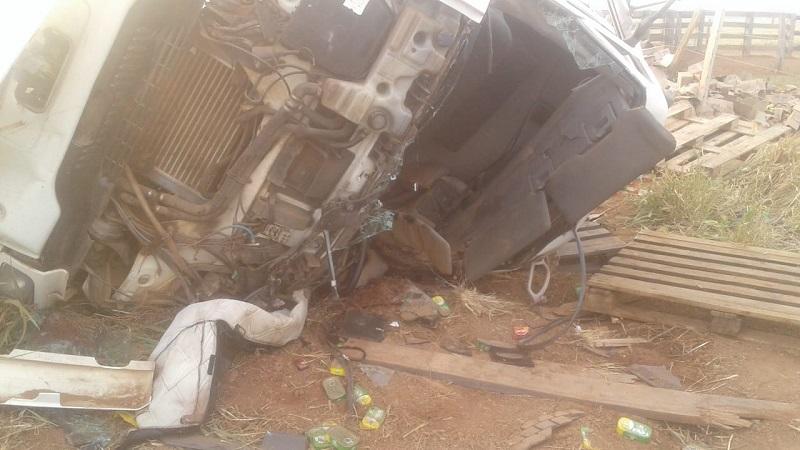 Motorista de caminhão morre e fica preso às ferragens após acidente na TO-348, próximo à Barrolândia