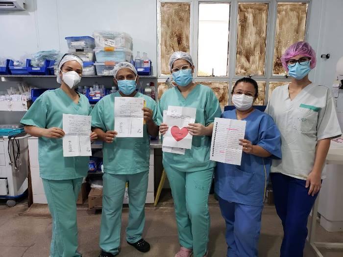 Alunos da Escola Raio de Sol surpreendem profissionais do Hospital Regional de Paraíso com mensagens de agradecimento