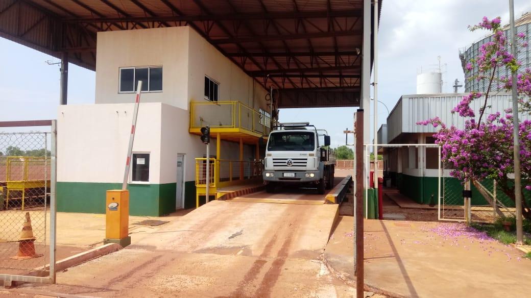 Equipe técnica da Agência de Metrologia verifica balanças industriais e rodoviárias