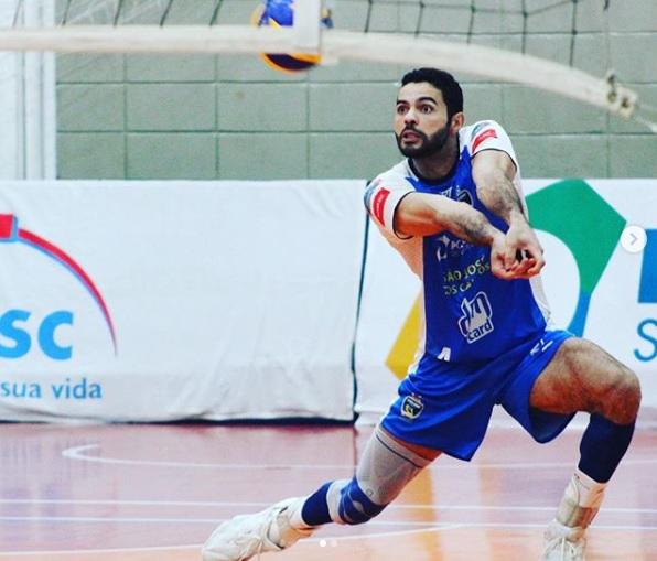 Ponteiro paraisense Juarez Júnior embarca para a Suécia para jogar no Hylte Halmstad