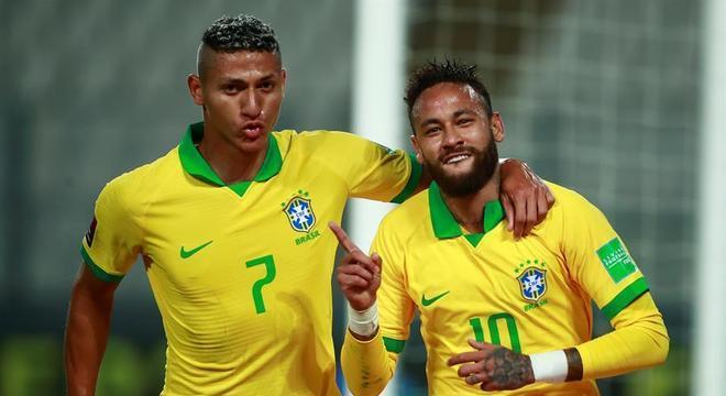 Neymar faz três, passa Ronaldo, e Brasil vence o Peru por 4 a 2