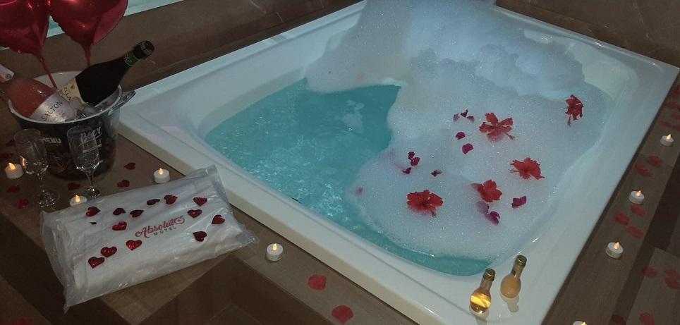 Surpreenda a pessoa amada e celebre momentos especiais no Absoluto Motel, em Paraíso
