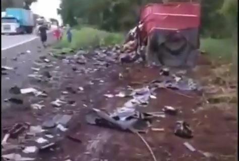 Vídeo: Colisão frontal entre carretas deixa dois óbitos na BR-153, próximo a Rio dos Bois