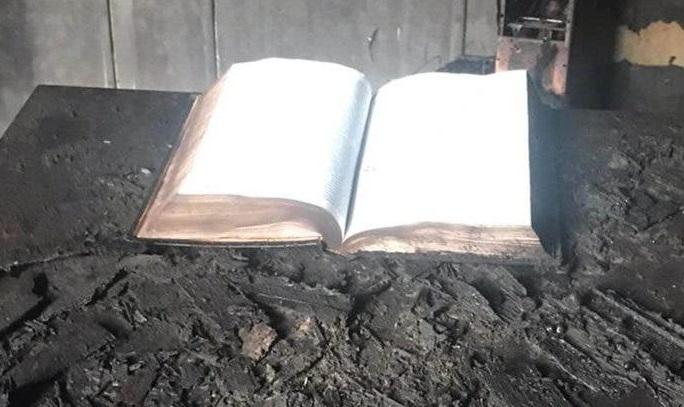 Fogo destrói igreja inteira na Argentina e somente Bíblia fica intacta