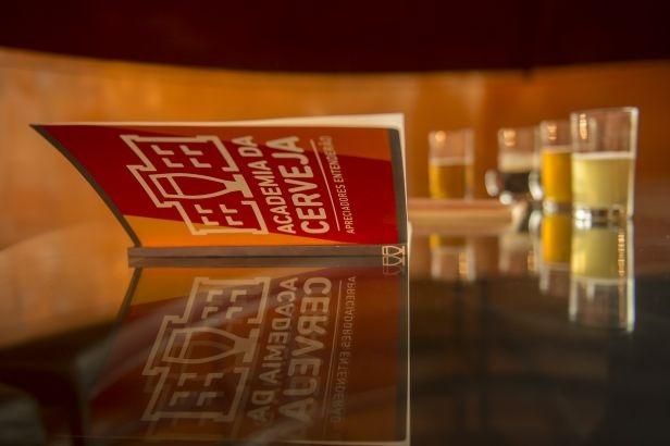 Escolas cervejeiras e Ambev se unem para lançar Academia da Cerveja