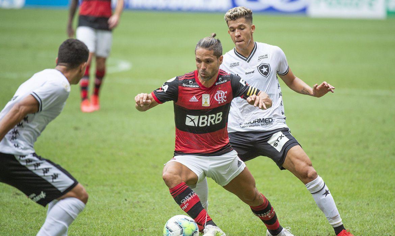 Botafogo e Flamengo fazem clássico no Brasileirão