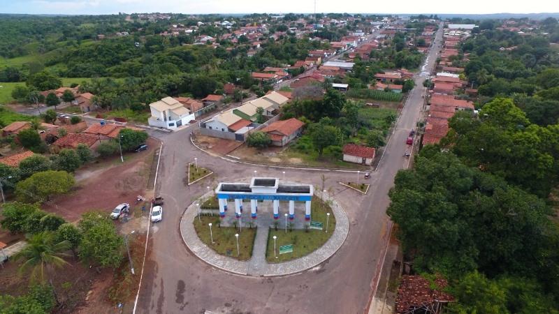 Prefeita Nega inaugura obras, entrega veículos e assina ordem de serviços para mais benfeitorias em Goianorte