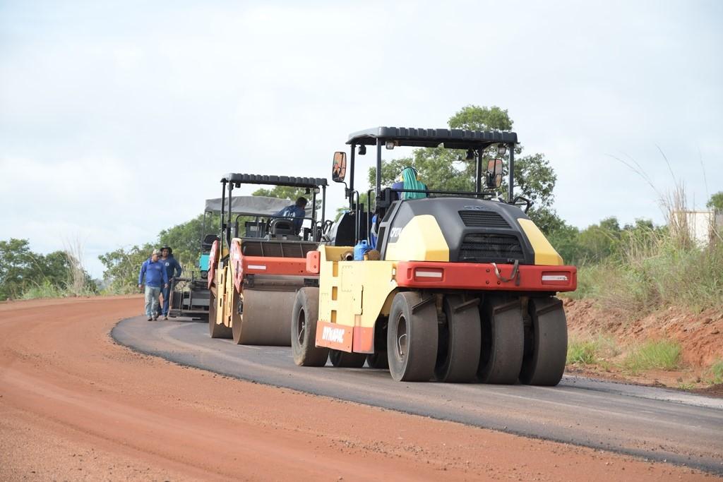 Via de acesso entre Vila Regina e Frigorífico de Paraíso começa a ser asfaltado
