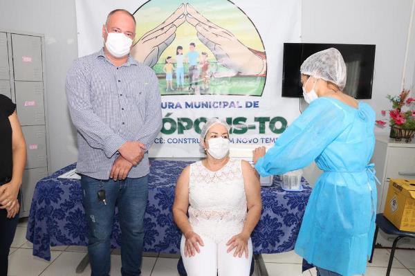 Divinópolis do Tocantins inicia imunização da população contra a covid-19