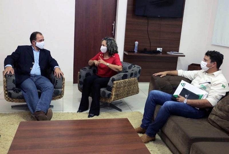 Prefeita de Gurupi e presidente do Ruraltins discutem parcerias para o setor produtivo da cidade