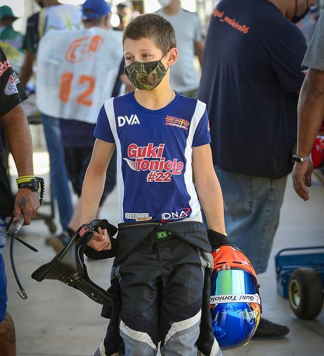 Pontapé inicial de Guki Toniolo na Júnior Menor será no Catarinense de Kart