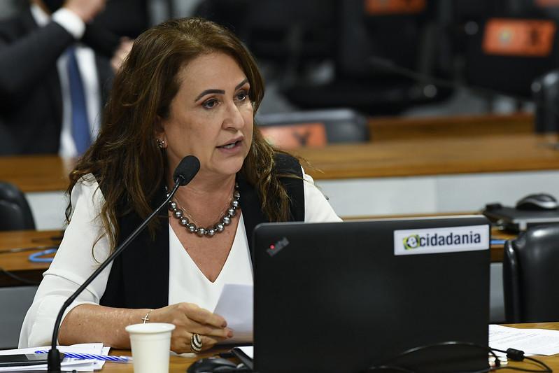 Em carta ao Papa, Kátia Abreu pede vacinas e apoio a medidas sanitárias no Brasil