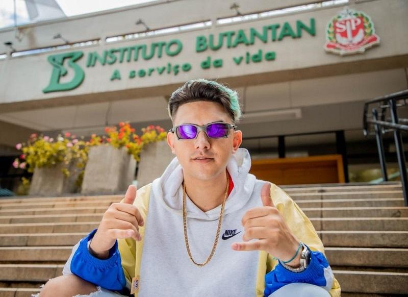 MC Fioti lança clipe 'Vacina Butantan' remix de 'Bum bum tam tam' em homenagem à vacina CoronaVac