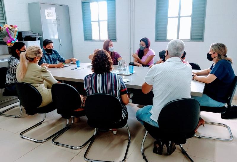 Secretária de Educação de Gurupi recebe comissão de pais de alunos de escolas particulares