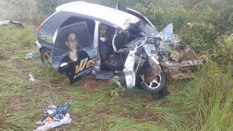 Cantor fica ferido e passageiro morre em grave acidente na rodovia 242 no sul do Tocantins