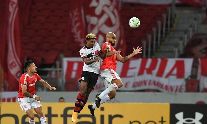 Flamengo vence o Inter de virada e assume a liderança na penúltima rodada do Brasileirão