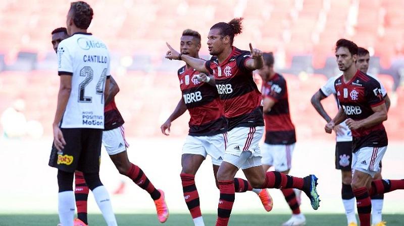 Flamengo vence Corinthians e terá final antecipada com Inter