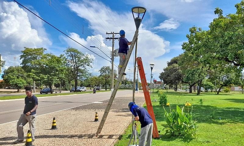 Praça dos Girassóis é revitalizada com novas lâmpadas de LED