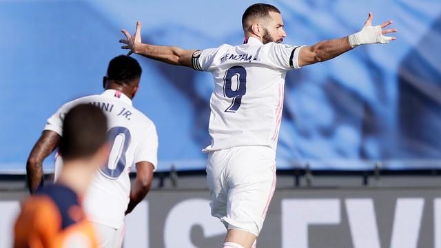 Real Madrid domina o Valencia e vence a terceira seguida no Espanhol