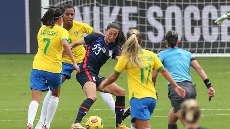 Seleção feminina faz jogo equilibrado mas perde para EUA no torneio SheBelieves Cup