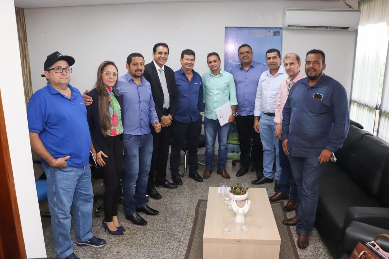 Prefeito e lideranças de Araguaçu visitam deputado Nilton Franco na AL-TO