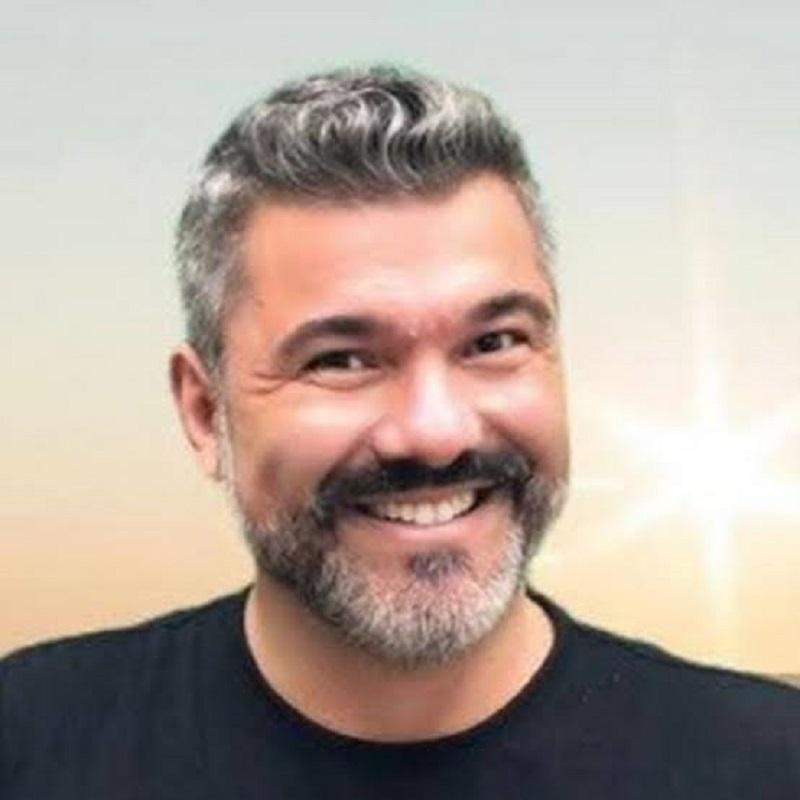Leo Reis faz sucesso como professor das celebridades