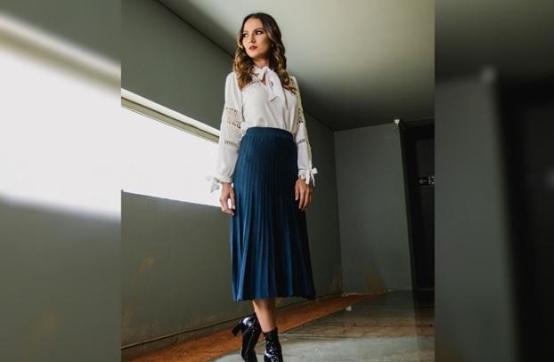 A saia midi é o look que já nasceu moderno