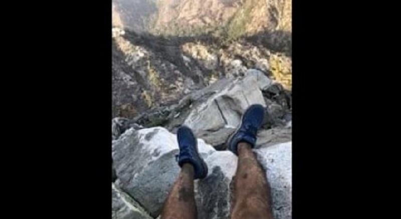 Alpinista perdido é salvo após divulgar foto sentado em montanha nos EUA