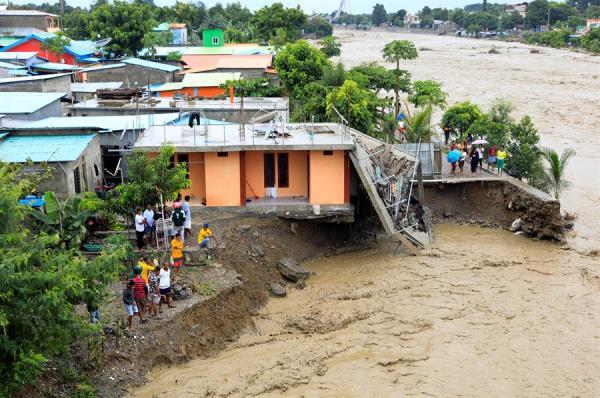 Ciclone tropical mata ao menos 97 na Indonésia e no Timor Leste