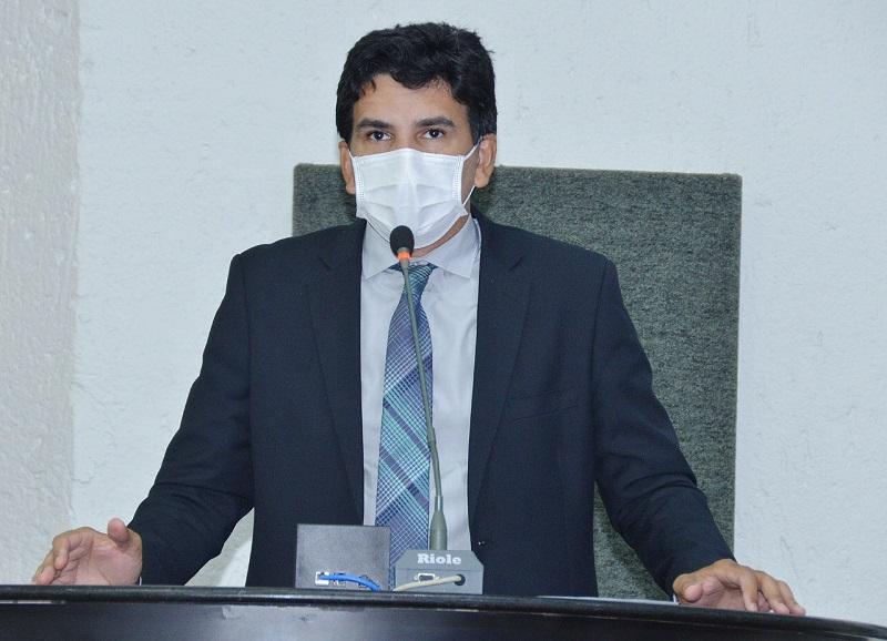 Deputado Prof. Júnior Geo cobra novamente concursos para Quadro Geral, Educação e Saúde do Estado