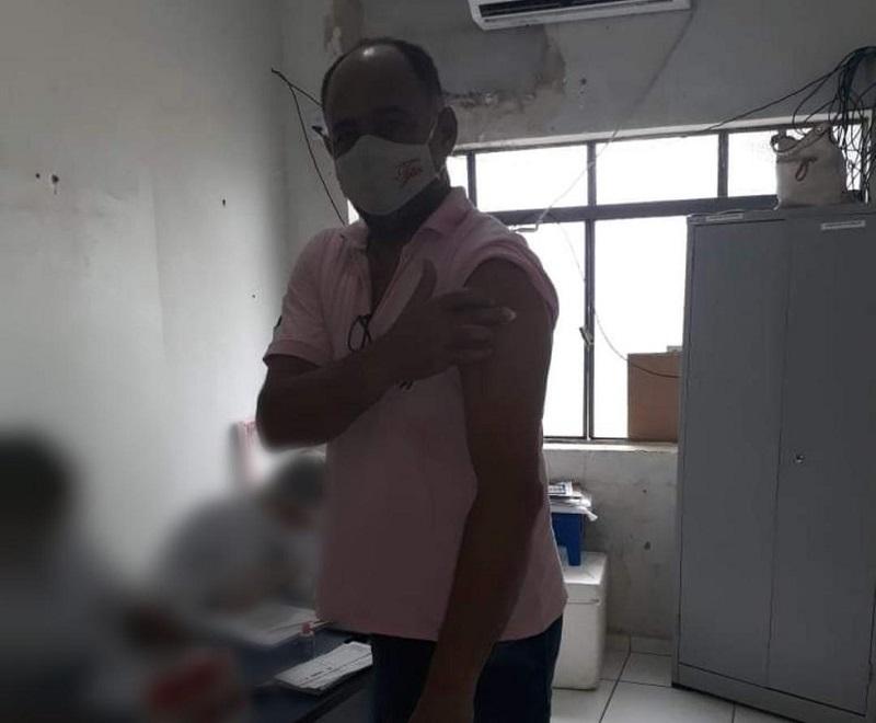 Fora de grupos prioritários, ex-prefeito de Miracema é vacinado contra a Covid-19
