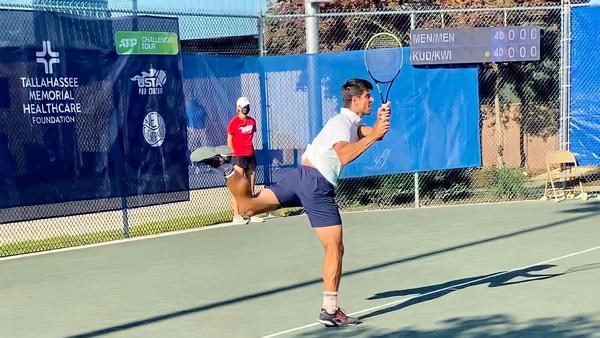 Menezes vence na estreia nas duplas e joga duas vezes nesta quinta-feira (22) em Tallahassee