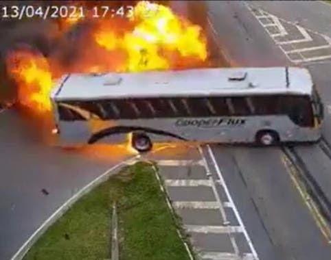 Vídeo flagra grave acidente com explosão em Curitiba
