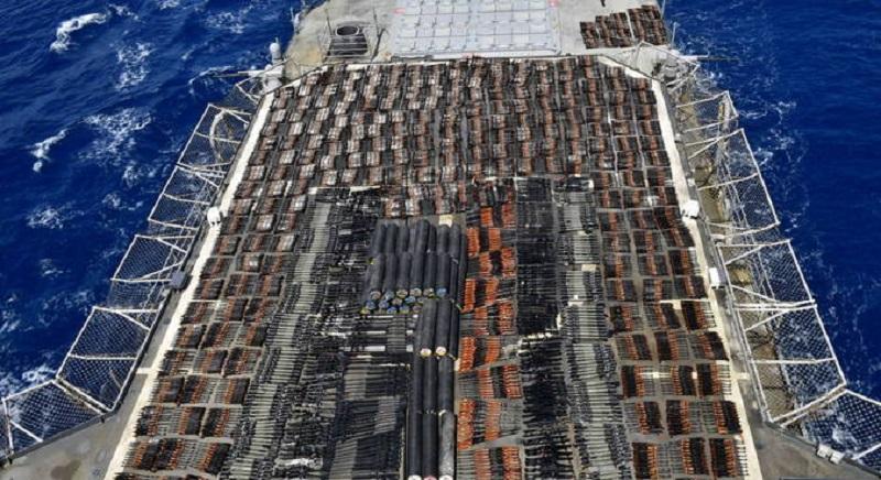 Marinha dos Estados Unidos apreende milhares de armas ilegais no Mar da Arábia