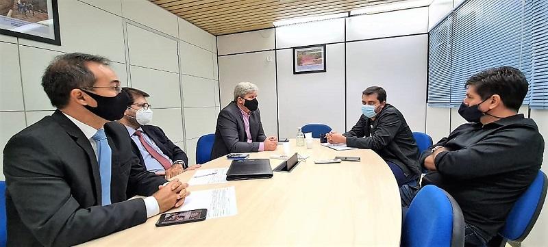 Prefeito de Araguaína e técnicos da Codevasf discutem detalhes da canalização de córrego do antigo buracão