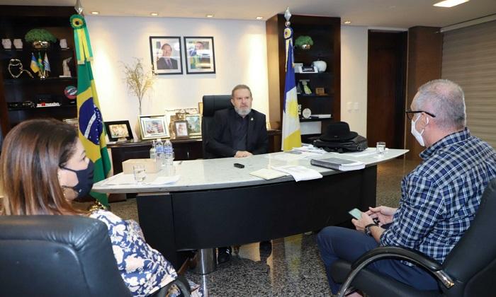 Governador Carlesse solicita autorização do Ministério da Saúde para vacinar profissionais da Educação