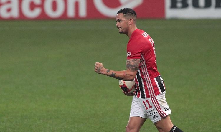 Com gol de Luciano, São Paulo arranca empate com Corinthians