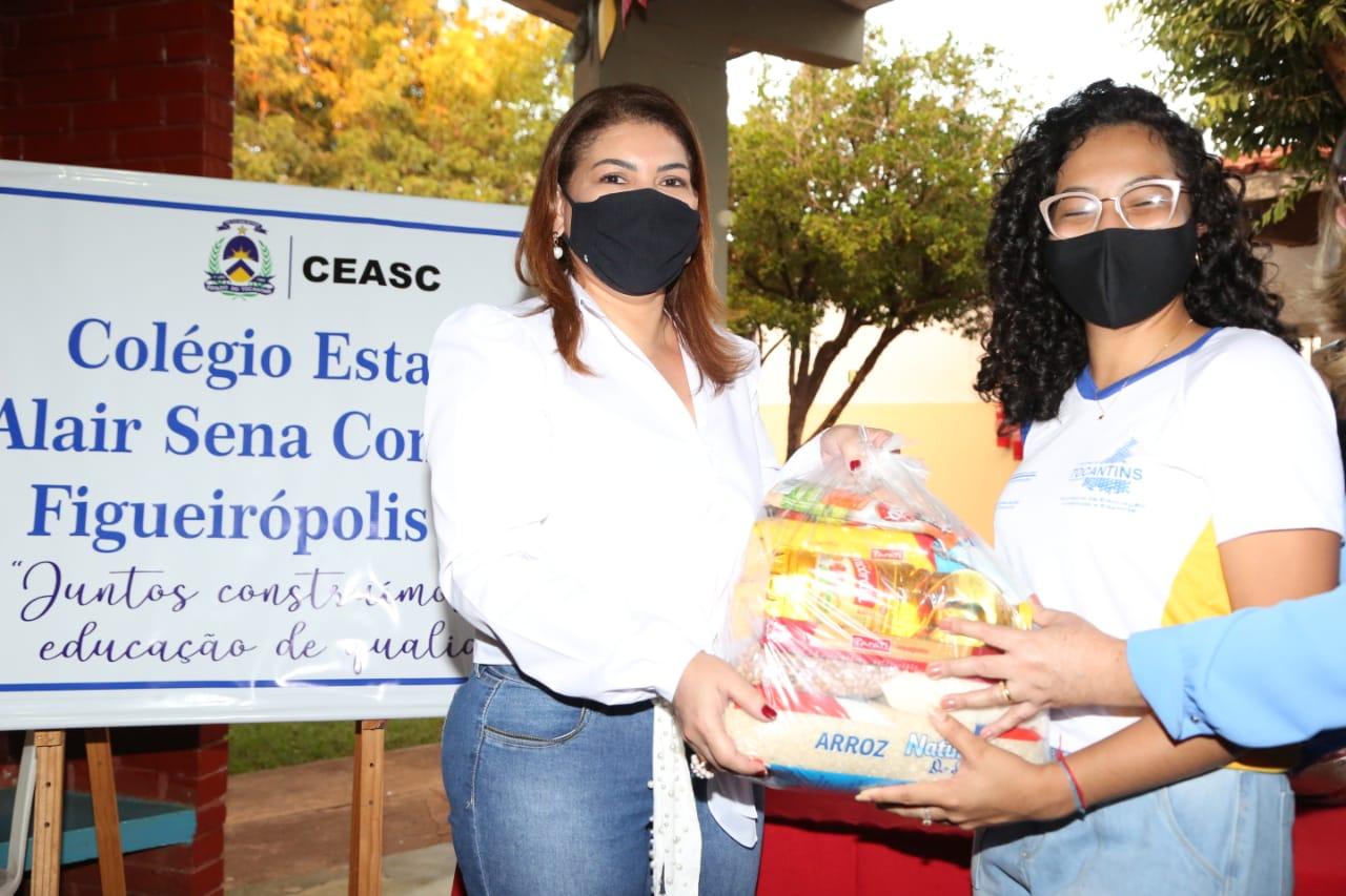 Seduc entrega mais de 5 mil kits de alimentos para estudantes da rede estadual nesta semana