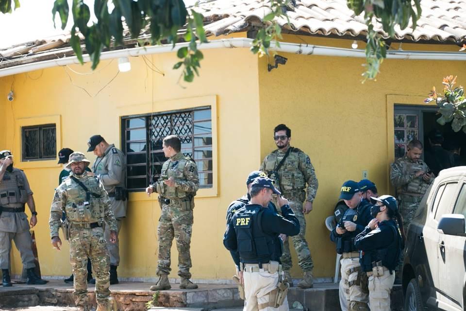 Moradores do DF e de Goiás fazem almoço para policiais que procuram por Lázaro