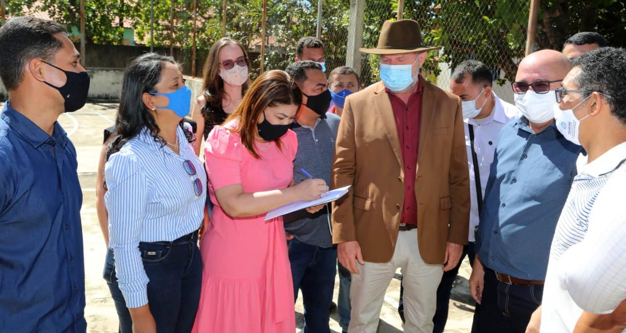 Governador Carlesse acompanha andamento da obra de unidade de ensino em Tupirama