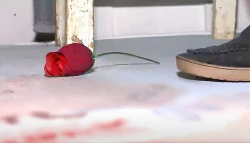 Curitiba: Mulher é encontrada morta com rosa, aliança nas mãos e frase escrita na testa