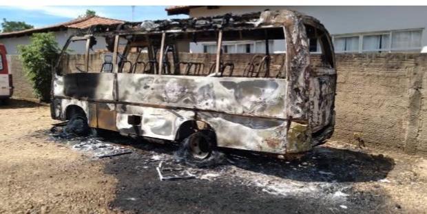 MPTO requer prisão preventiva de integrantes de facção criminosa que atearam fogo em ônibus escolar em Lajeado