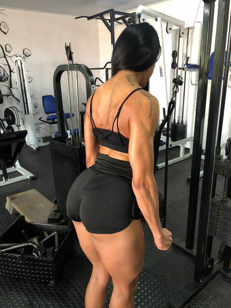Musa Fitness Núbia Pimentel bomba nas redes sociais com corpo escultural