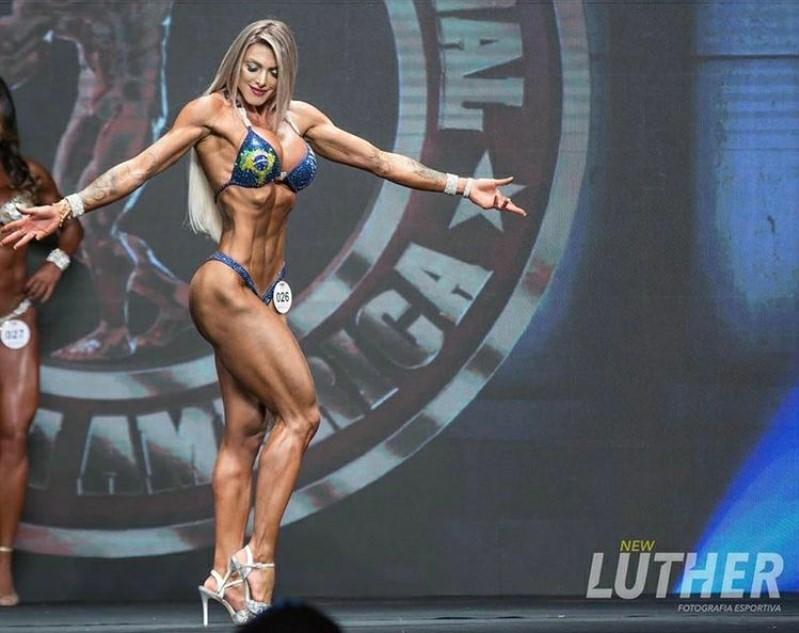 Musa e atleta fitness Angela Borges bomba nas redes sociais