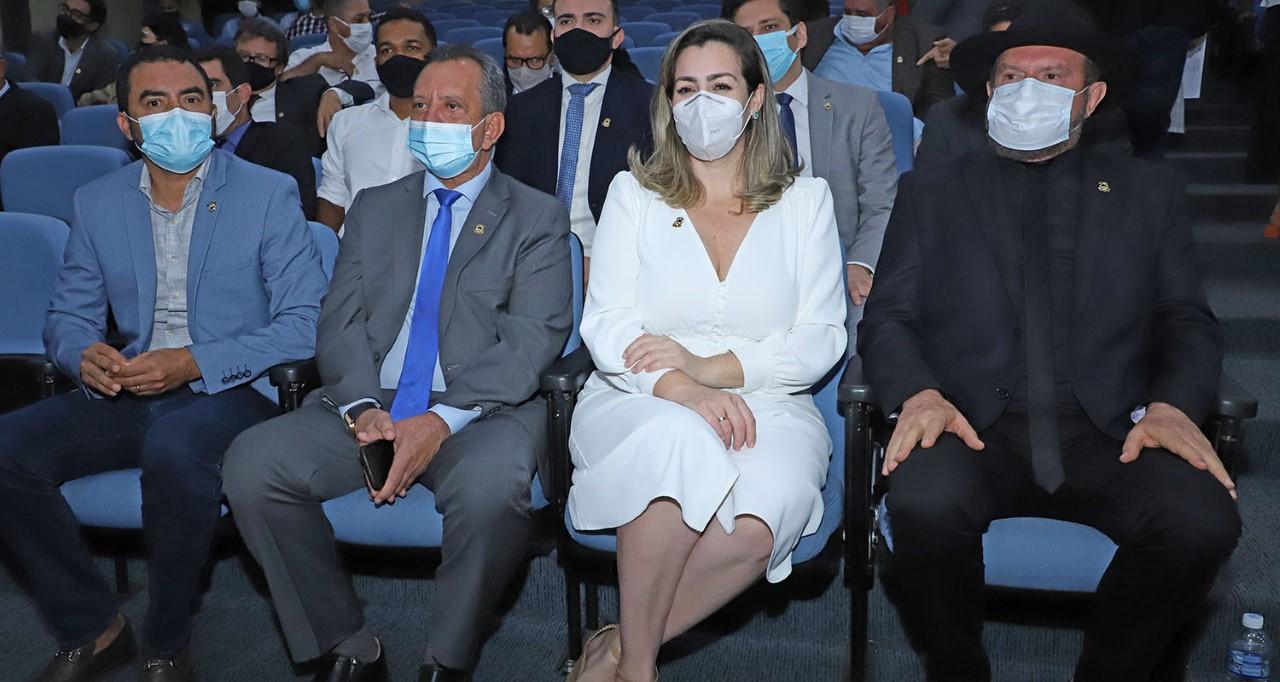Governador Carlesse apresenta programa Tocando em Frente a deputados e à prefeita Cinthia Ribeiro