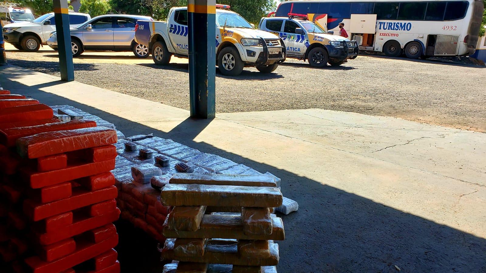 Mais de 200 quilos de entorpecentes são apreendidos pela Polícia Militar dentro de ônibus em Gurupi TO