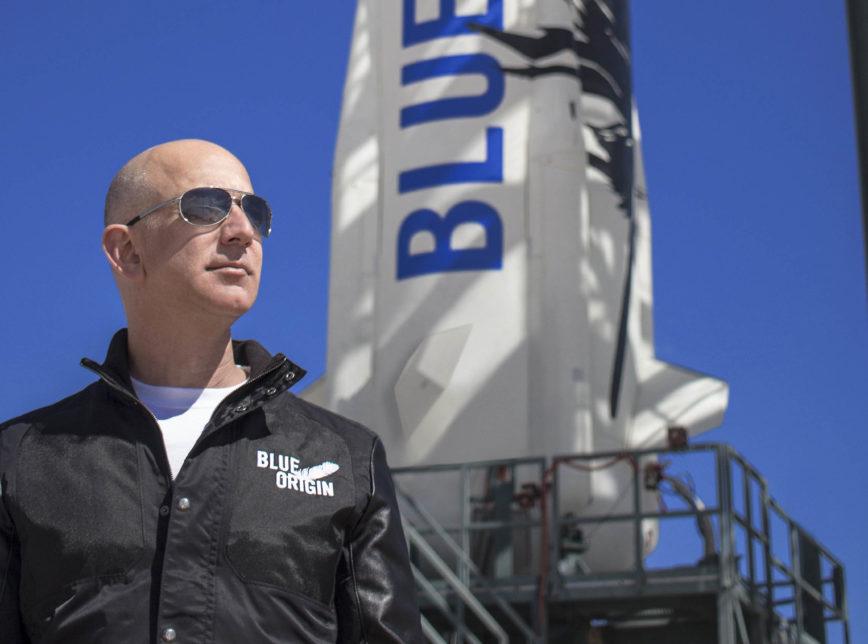Jeff Bezos, homem mais rico do mundo, vai ao espaço e agradece a clientes da Amazon: 'Vocês pagaram'