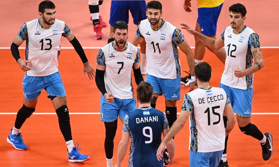 Brasil perde para Argentina e fica sem medalha no vôlei masculino pela primeira vez desde 2000